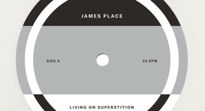 Ecoutez en entier Living on Supersition, premier LP du paysagiste techno James Place